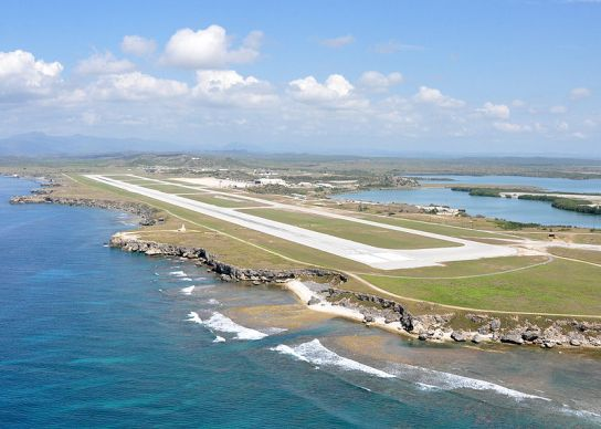 800px-US_Navy_100506-N-8241M-317_An_aerial_view_of_the_Leeward_Airfield_at_Naval_Station_Guantanamo_Bay,_Cuba