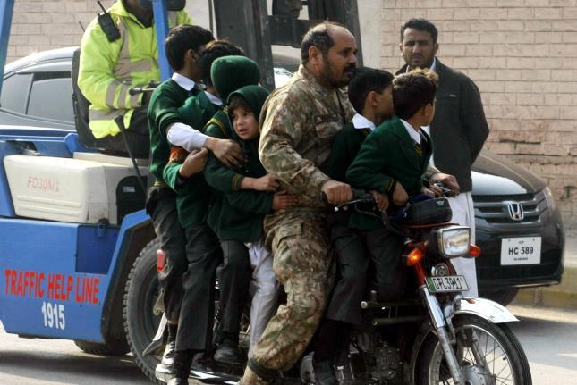 Taliban-attack-on-Pakistan-school-kills-141-mostly-children (1)