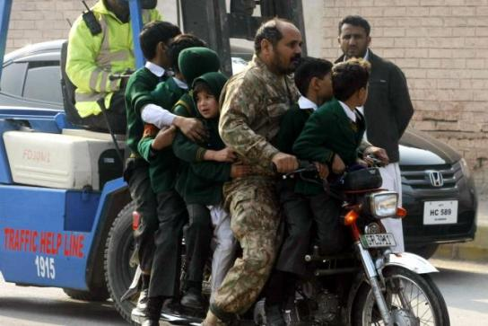 Taliban-attack-on-Pakistan-school-kills-141-mostly-children (1)