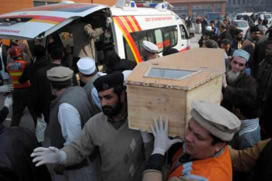 Taliban-attack-on-Pakistan-school-kills-141-mostly-children (2)