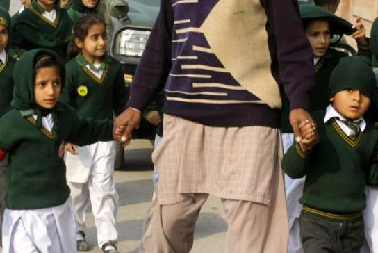 Taliban-attack-on-Pakistan-school-kills-141-mostly-children (5)